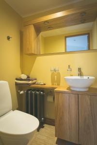 A bathroom at Arina Guest Apartment