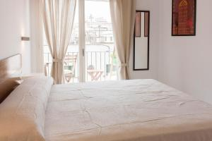 A bed or beds in a room at Subur Apartments