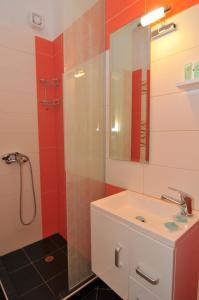 A bathroom at Erodios Studios