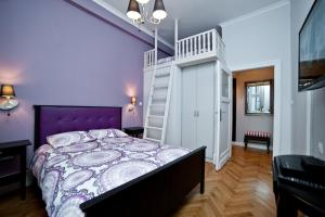 A bed or beds in a room at Saint Thomas Apartment