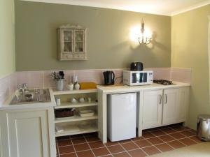 A kitchen or kitchenette at The Clarens Country House
