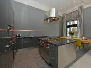 A kitchen or kitchenette at Spaarne Loft