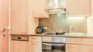 A kitchen or kitchenette at Haus Tyrol