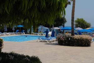Бассейн в Maistrali Hotel Apartments & Bungalows или поблизости