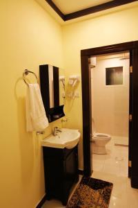 A bathroom at Wardnal Furnished Units