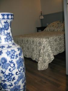 Un ou plusieurs lits dans un hébergement de l'établissement Home Nantua studio meublés Ain-Jura