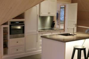 Köök või kööginurk majutusasutuses Sjöbredareds Gård