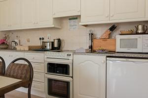 A kitchen or kitchenette at Killarney Self-Catering - Haven Suites