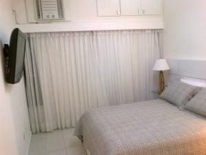 A bed or beds in a room at Apartamento em Ondina