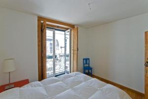 A bed or beds in a room at LxWay Apartments Diario de Notícias Color