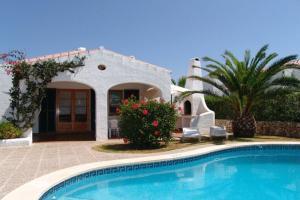 Der Swimmingpool an oder in der Nähe von Villas Cala'n Bosch