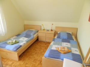 Ein Bett oder Betten in einem Zimmer der Unterkunft Landhaus Lüneburger Heide
