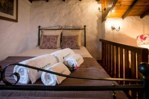 A bed or beds in a room at Casa de Ribô