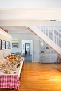 A kitchen or kitchenette at Louisenhof Ferienapartments und Wellness