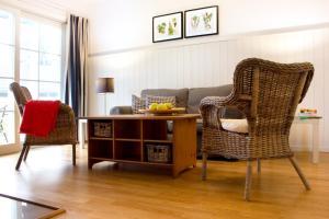 A seating area at Louisenhof Ferienapartments und Wellness
