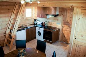 Een keuken of kitchenette bij Ranch des bisons