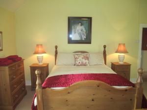 A bed or beds in a room at Tralia Farmhouse Self Catering