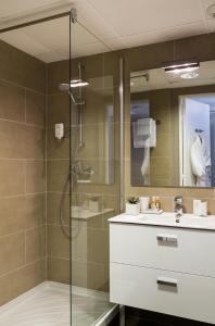 A bathroom at Citadines Apart'hotel Cannes Croisette