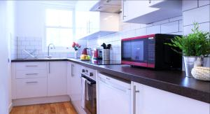 A kitchen or kitchenette at City Centre Apartments