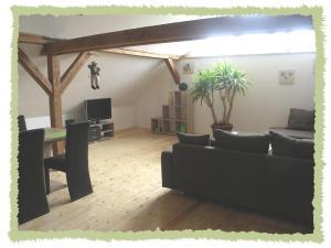 Ein Sitzbereich in der Unterkunft Ferienwohnung zum Bernerhof