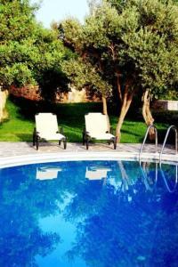 בריכת השחייה שנמצאת ב-Litiniana Villas או באזור