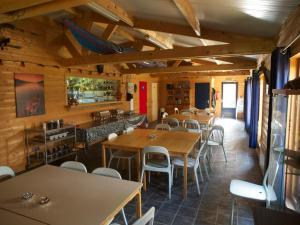 A restaurant or other place to eat at Holiday home OSSA Basecamp