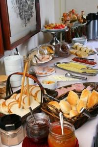 Breakfast options available to guests at Presidente Edificio Santiago