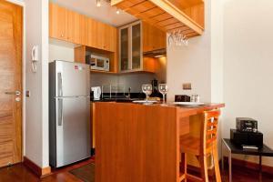 Una cocina o zona de cocina en Premium Tours & Lodging Lyon