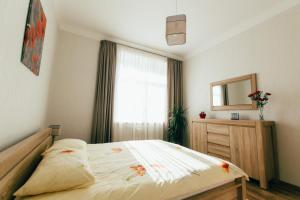 A bed or beds in a room at Riga Street Apartments in Valmiera - 20