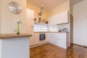 A kitchen or kitchenette at Solar Apartments - Foorum Centre