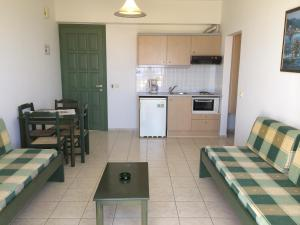 Η κουζίνα ή μικρή κουζίνα στο Ενοικιαζόμενα διαμερίσματα Νικόλας Βίλλας