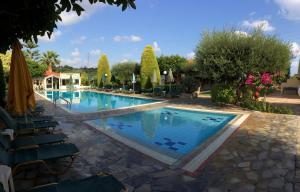 Πισίνα στο ή κοντά στο Ενοικιαζόμενα διαμερίσματα Νικόλας Βίλλας