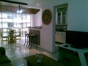 A kitchen or kitchenette at Flat em Pitangueiras