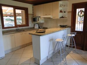 Una cocina o zona de cocina en Casa Lago Neves II