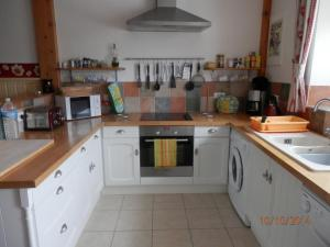 A kitchen or kitchenette at Maison de Laura