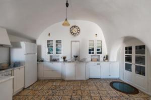 A kitchen or kitchenette at Villa Amalia
