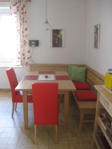 A restaurant or other place to eat at Appartement St. Leonhard