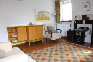A kitchen or kitchenette at Vakwerkvakantiehuis Eckelmus