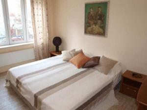 A bed or beds in a room at Varna Flat Apartment