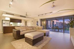 A seating area at Darwin Wharf Escape Holiday Apartments