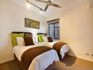 A bed or beds in a room at Darwin Wharf Escape Holiday Apartments