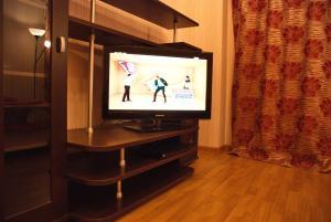"""Телевизор и/или развлекательный центр в Апартаменты """"Галерея. Люкс 1-комнатный"""""""