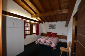 A bed or beds in a room at Chalet Arnica