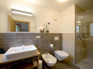 A bathroom at Garni Appartement Alpenresidence