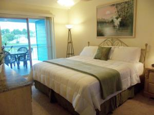 A bed or beds in a room at Villas at Island Club by Sun Country Villas