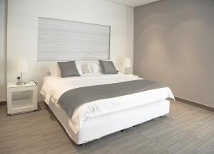 A bed or beds in a room at Rafa Hotel Apart