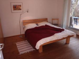 Ein Bett oder Betten in einem Zimmer der Unterkunft Ferienwohnung Schneiter