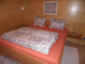 Ein Bett oder Betten in einem Zimmer der Unterkunft Ferienwohnung Kaufmann