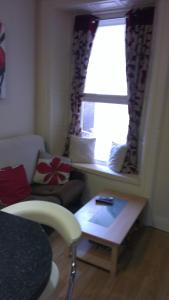 A seating area at Wexford Town Apartment