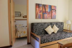 A seating area at Apartamentos Viña del Mar